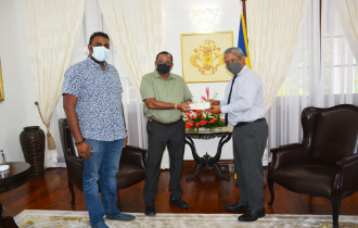 President Ramkalawan receives donation from Seychellois Businesses SURYA Group